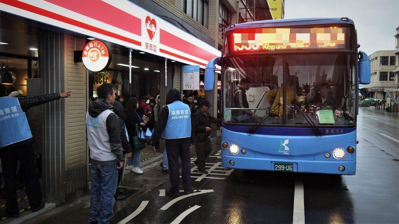 基隆通勤族福音,跳蛙公車「萬里-安樂-內湖」線9月通車,由基隆客運經營。資料照/...