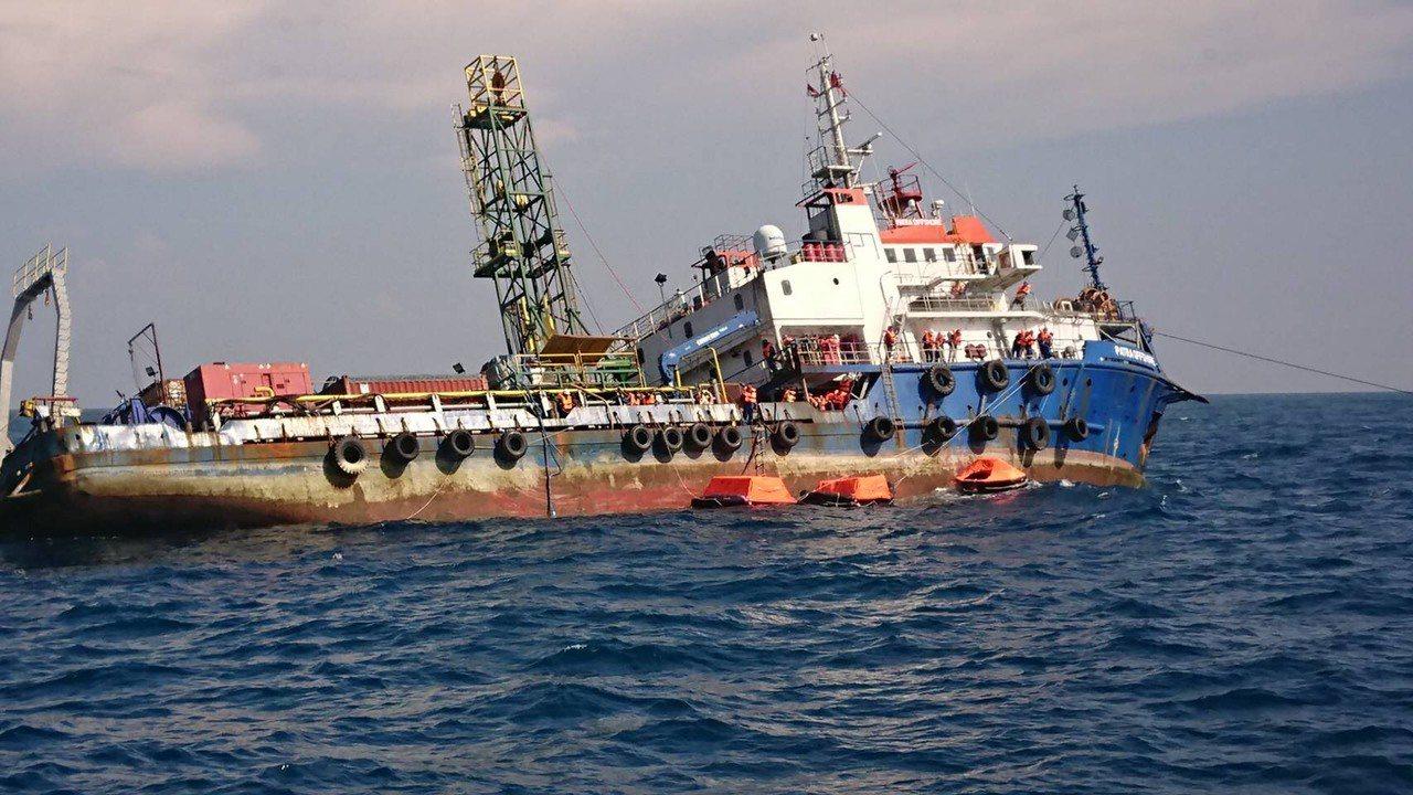 印尼籍派翠工作船(PATRA OFFSHORE),昨天下午於彰化芳苑外海疑因船隻...