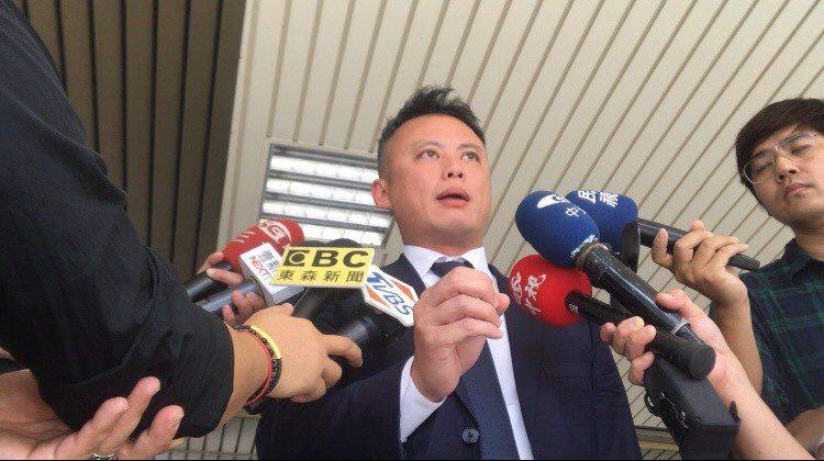 游瀚甯辯護律師劉上銘認為檢察官追訴的重罪不合理。記者蔡翼謙/攝影