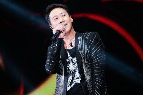 香港天王黎明將於12月14日於臺北小巨蛋舉辦「黎明Leon Metro Live 2.0演唱會」,這也是他首度來到台開唱,特別在門票開賣之前,錄製VCR向台粉打招呼,不斷跳針「第一次」,他說:「這對...