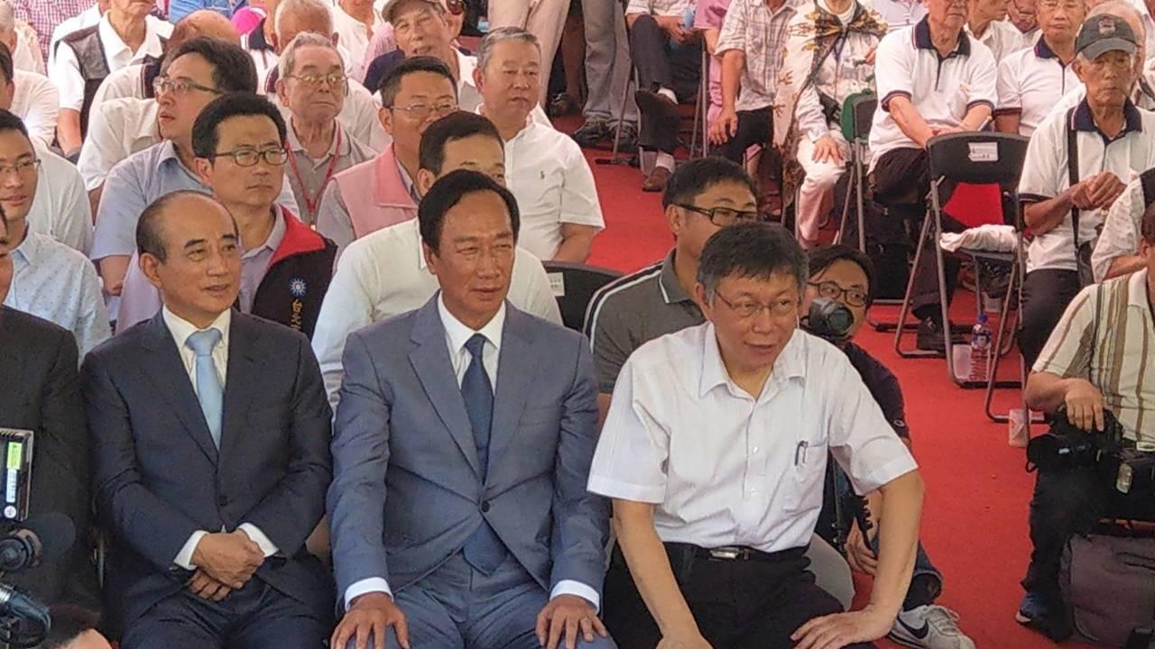 台北市長柯文哲(右一)。記者楊正海/攝影