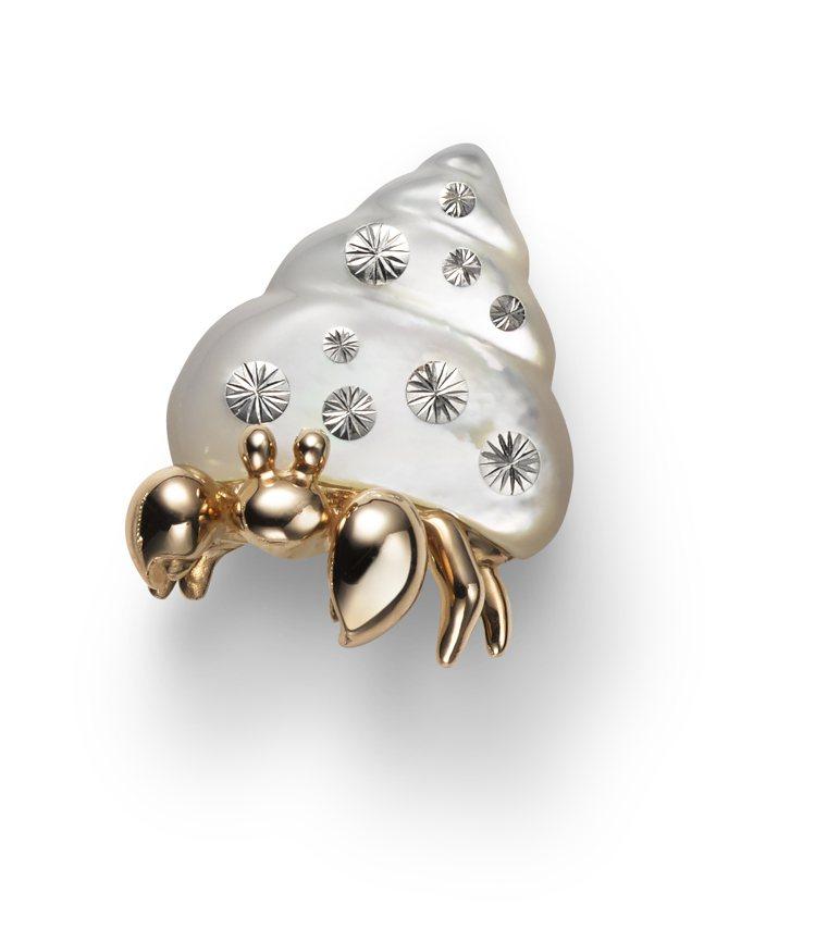 MIKIMOTO寄居蟹造型胸針,63,000元。圖/MIKIMOTO提供