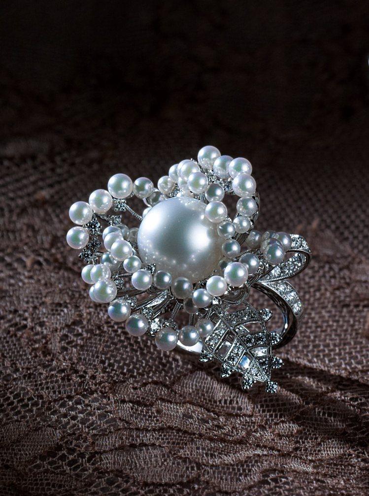 MIKIMOTO頂級珠寶系列南洋珍珠鑽戒,122萬元。圖/MIKIMOTO提供