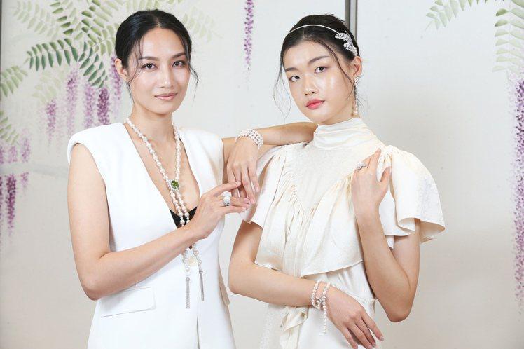 模特兒以摩登現代的時裝展現珍珠的年輕新風貌。記者徐兆玄/攝影