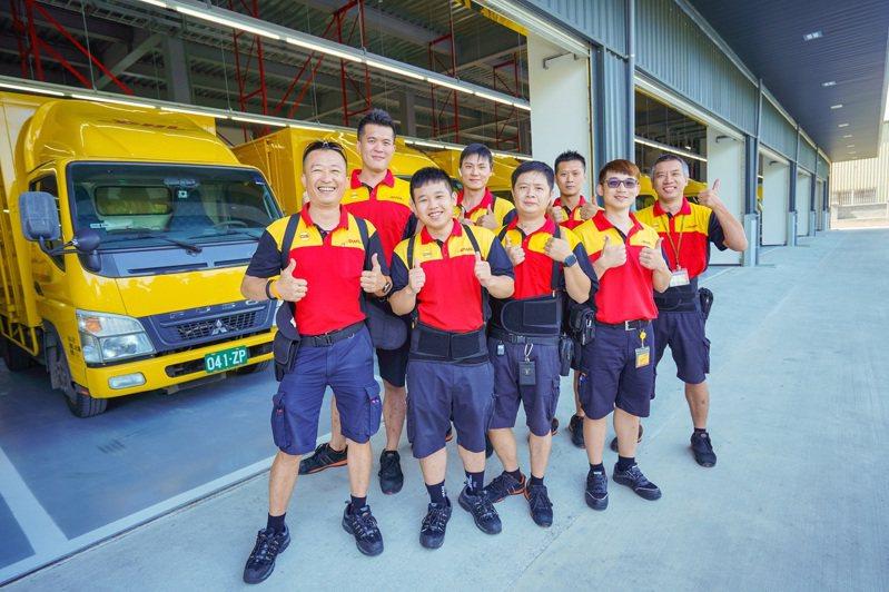 全球國際快遞服務業者DHL今(23)日出席1111人力銀行「2019幸福企業大賞-服務業頒獎典禮」,並獲評選為「員工最幸福」的企業之一。 圖/DHL提供