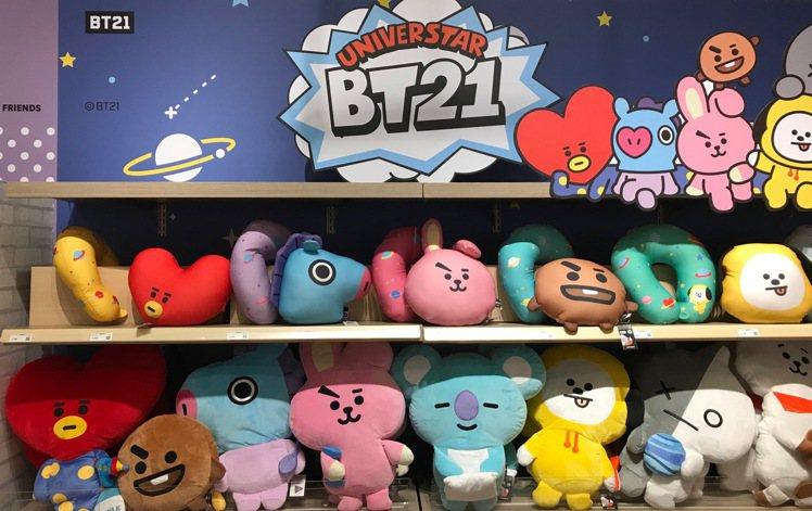 宇宙明星BT21全員到齊,8月29日起進軍HOLA特力和樂。記者陳立儀/攝影