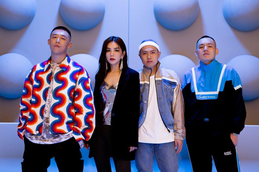 玖壹壹與Ella為合作新歌組限定團9E11。圖/混血兒娛樂提供