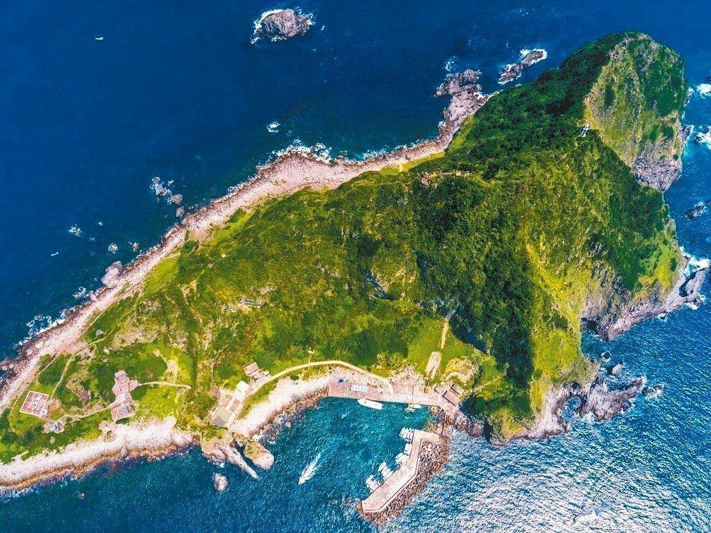 白鹿來襲,基隆市宣布基隆嶼24日起封島2天。圖/基隆市政府提供
