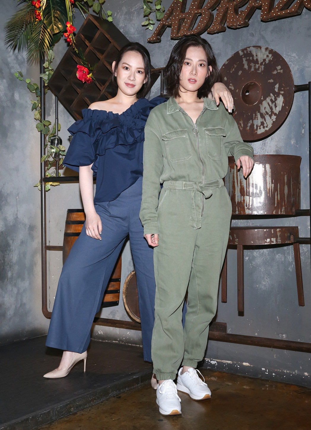 王詩安(左)與孔藝弦受訪狂爆老闆方大同的料。圖/賦音樂提供