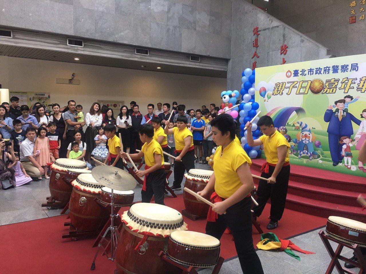 為增進家庭及親子情感,台北市警局今天舉辦親子日活動。記者李隆揆/攝影