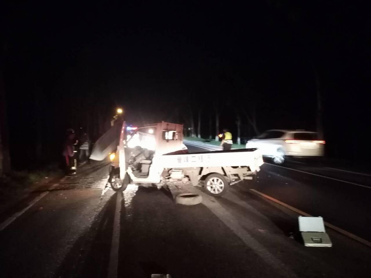 台9線288.6公里花蓮玉里段,今晚發生小貨車自撞事故。圖/花蓮縣消防局提供
