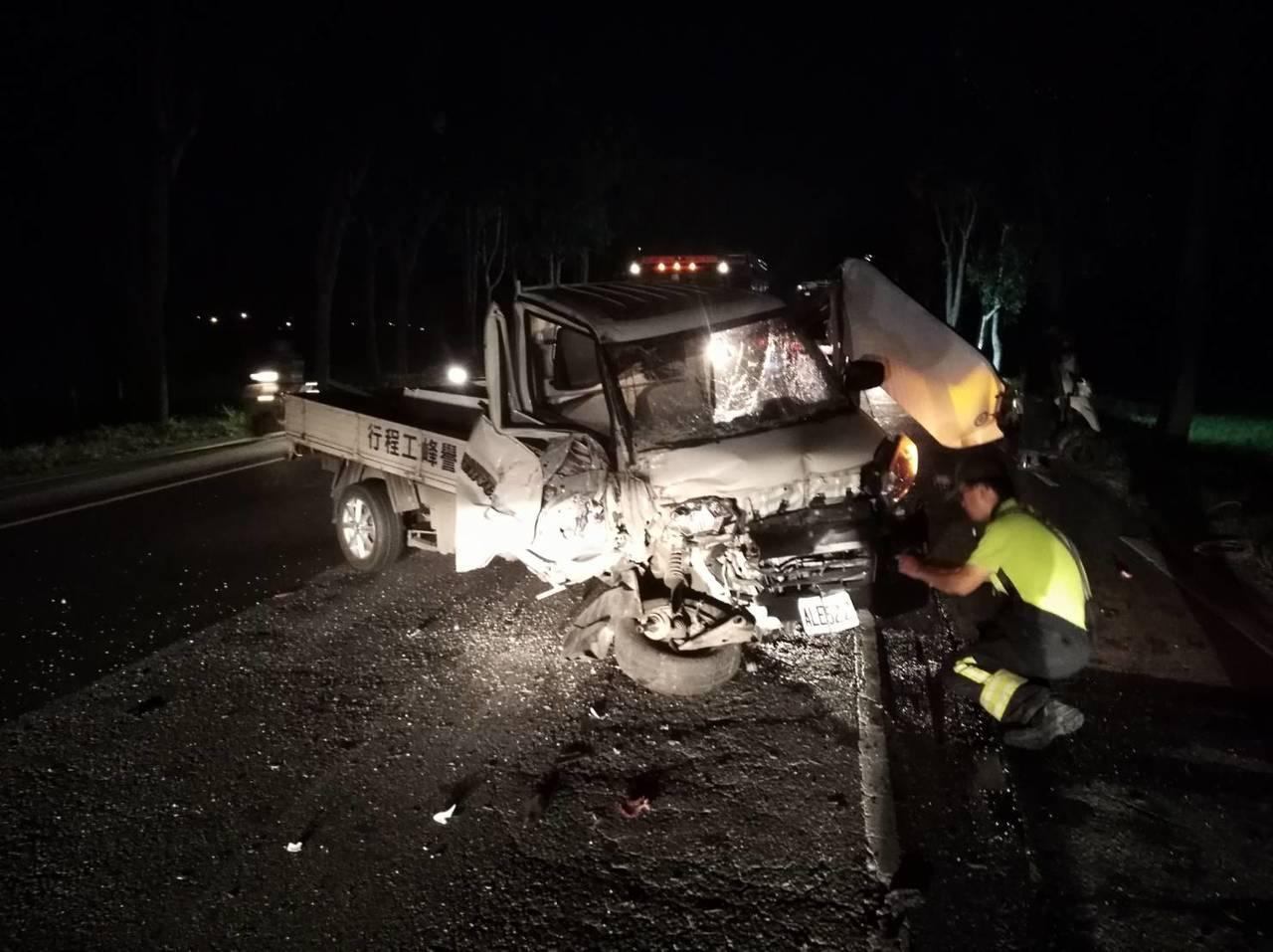 台9線288.6公里處花蓮玉里段,今晚發生小貨車自撞事故。圖/花蓮縣消防局提供