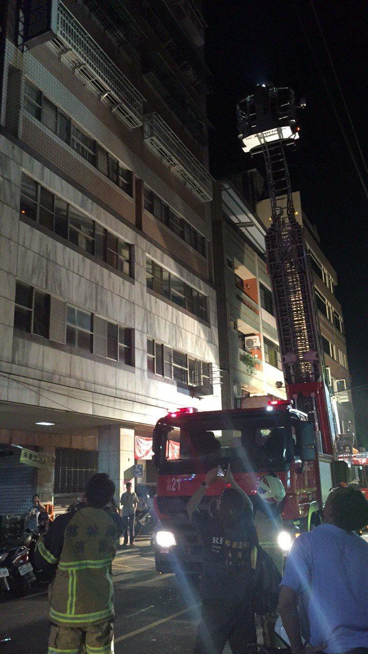 雲林縣斗六市區今天晚上發生一起火警,取貨地點就位於創世基金會斗六分院所在大樓高樓...