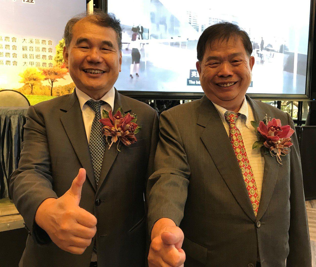 全國農業金庫董事長吳明敏(左)、威均建設董事長陳滄潮(右)在簽約典禮上合影。記者...