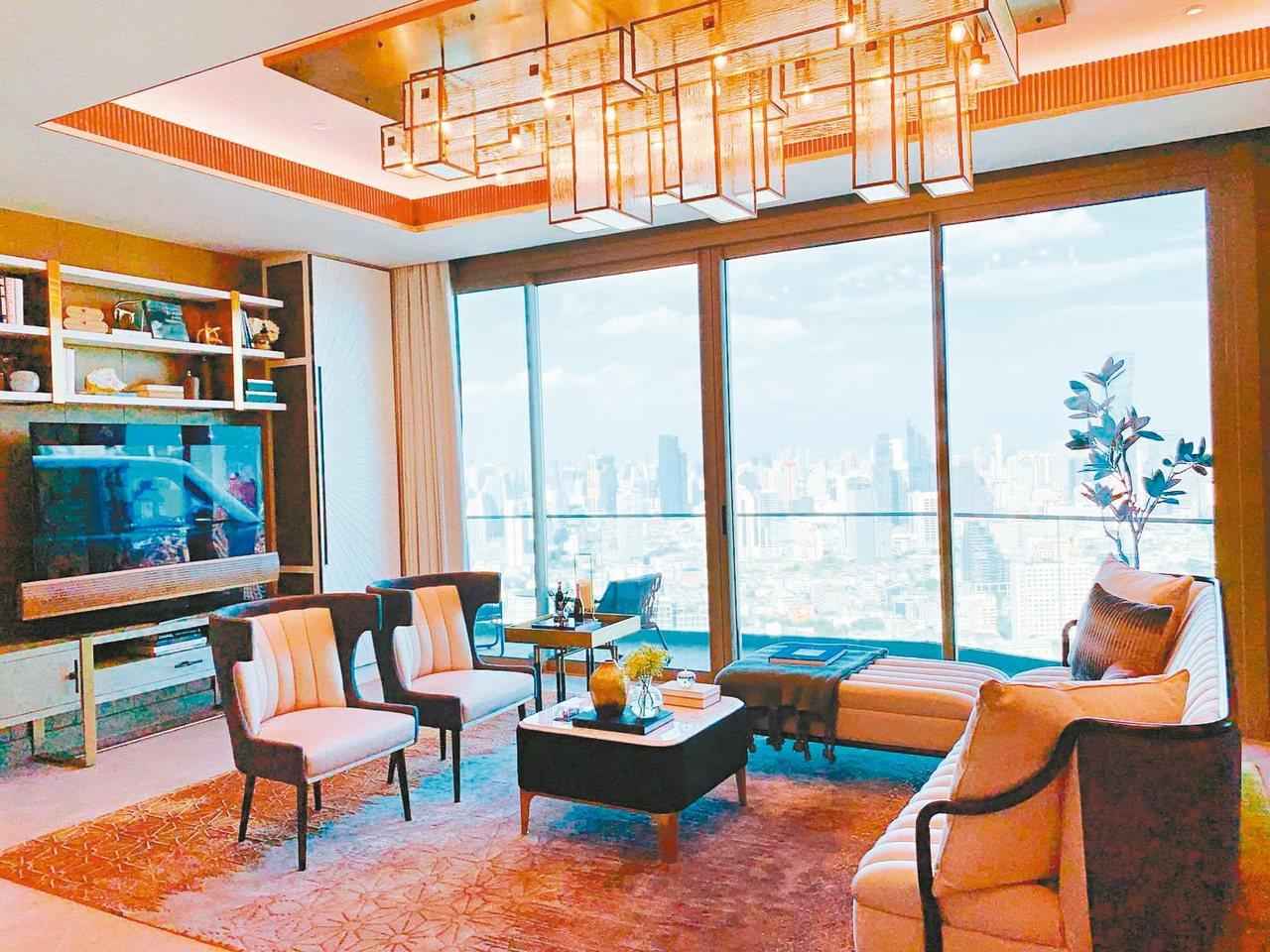 客廳設有大片落地窗,坐擁無敵河岸景緻。 特派記者徐力剛/攝影