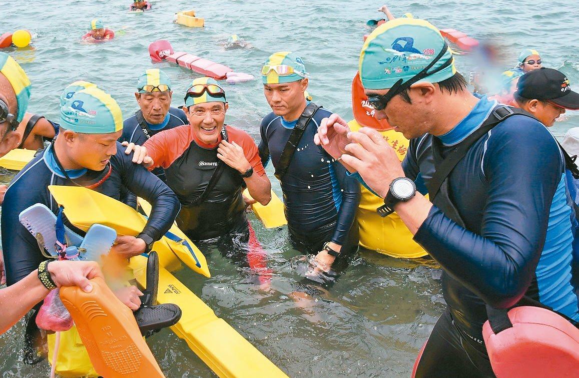 日月潭9月1日萬人泳渡 23428人參與 馬英九將7度下水挑戰