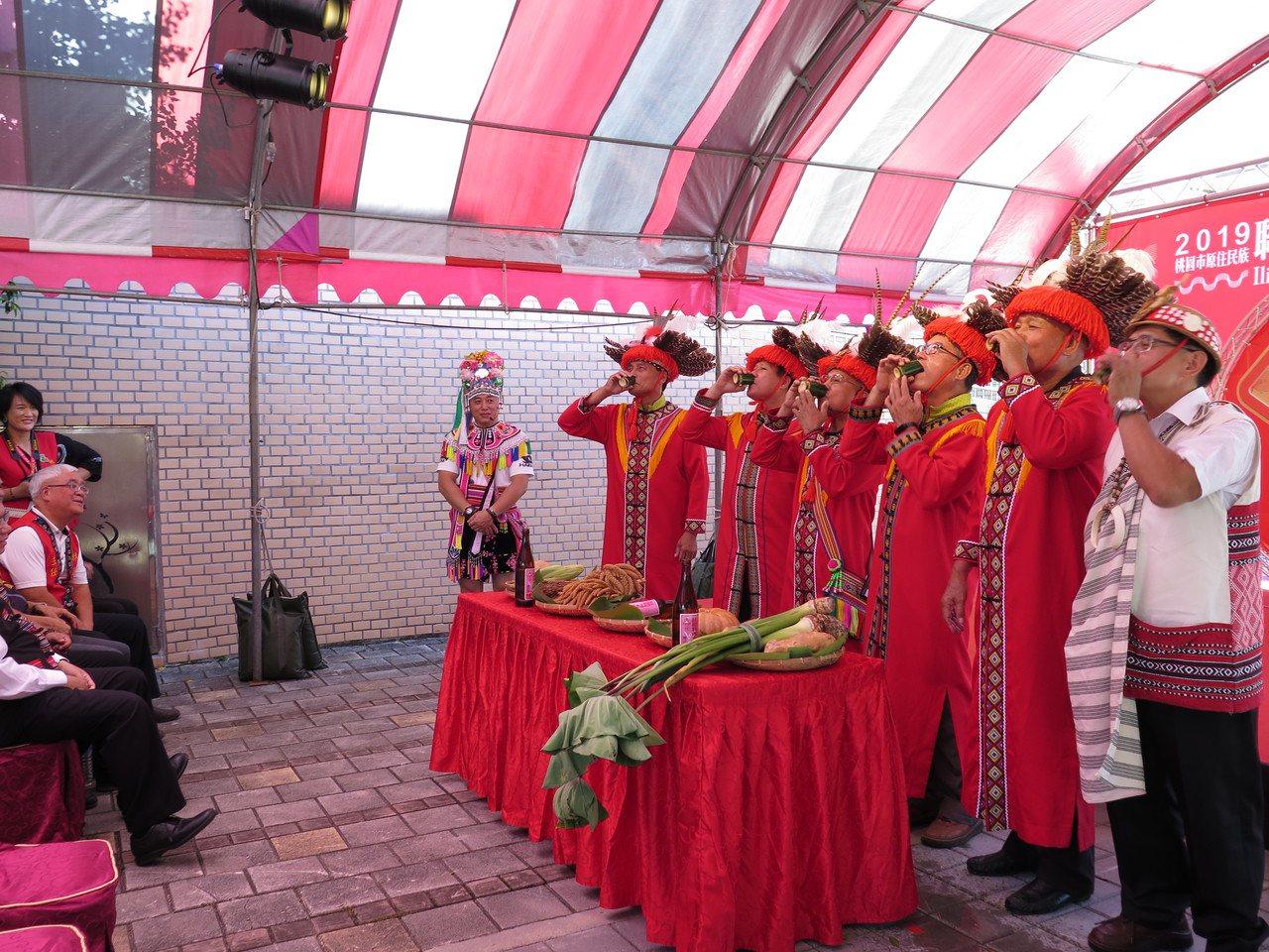 桃園市政府連年舉辦原住民聯合豐年祭,8月31日起一連2天將在高鐵站前廣場登場,昨...