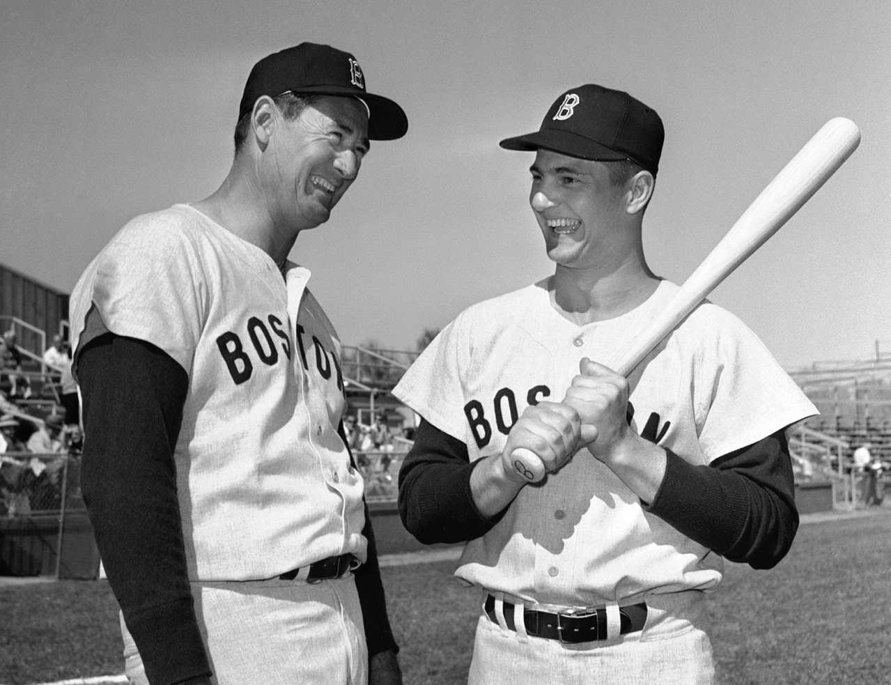 卡爾.亞斯川斯基(右)年輕時效力紅襪。 美聯社