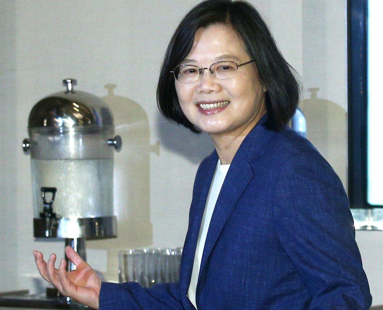 台灣民意基金會發佈民調,指出若蔡英文總統與高雄市長韓國瑜在明年總統大選一對一對決...
