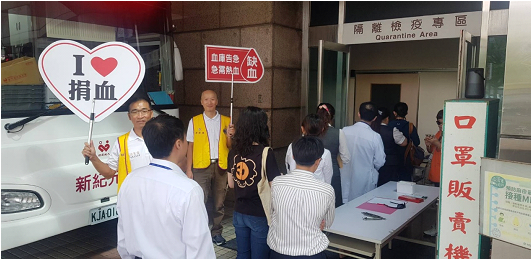 捐血民眾在醫院前大排長龍。 圖/碧湖獅子會 提供