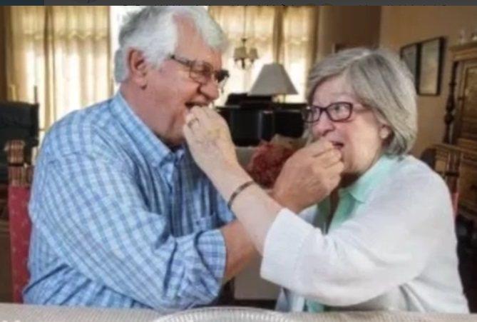 把結婚蛋糕吃了49年的夫妻。