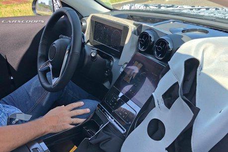 新世代Mercedes-Benz C-Class無偽裝內裝露出 大尺寸中控螢幕很吸睛!