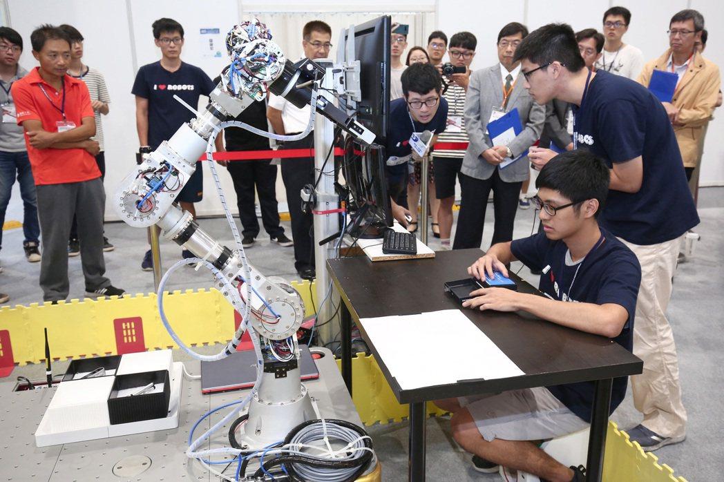 2019機器人智機化應用競賽現場。 精機中心/提供