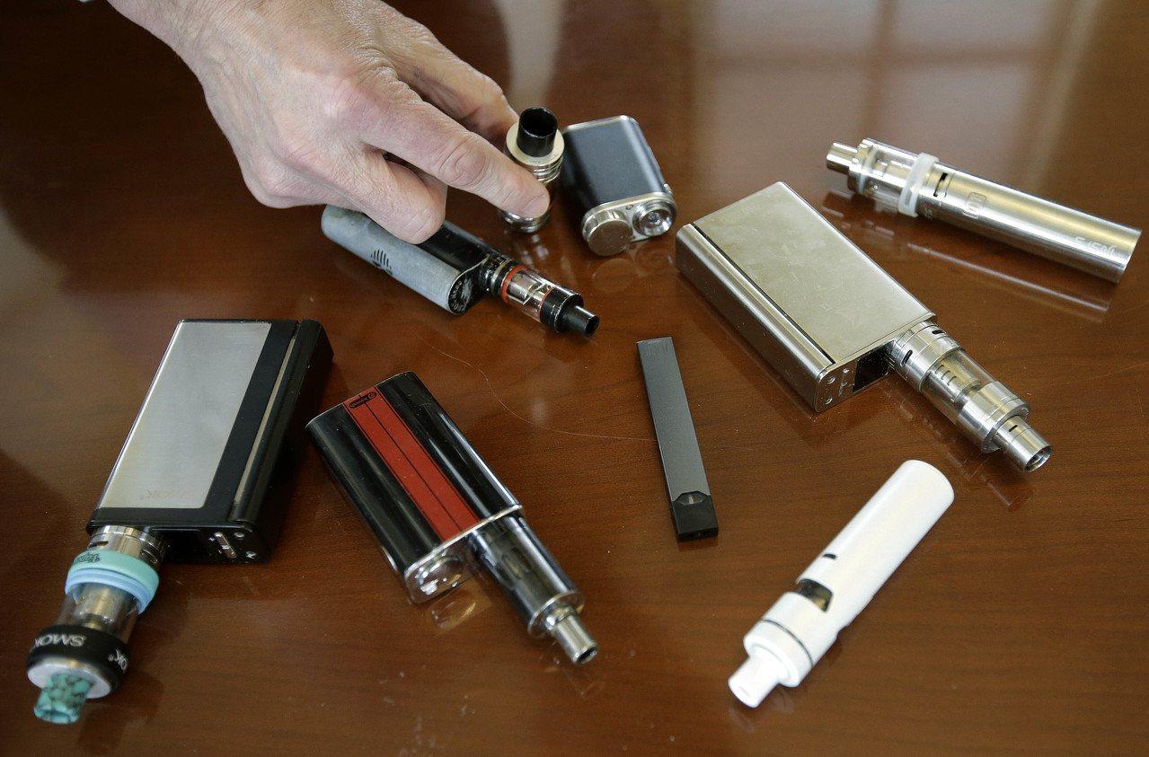 電子煙的健康影響引起疑慮,圖為美國麻州一所中學沒收的電子煙。美聯社