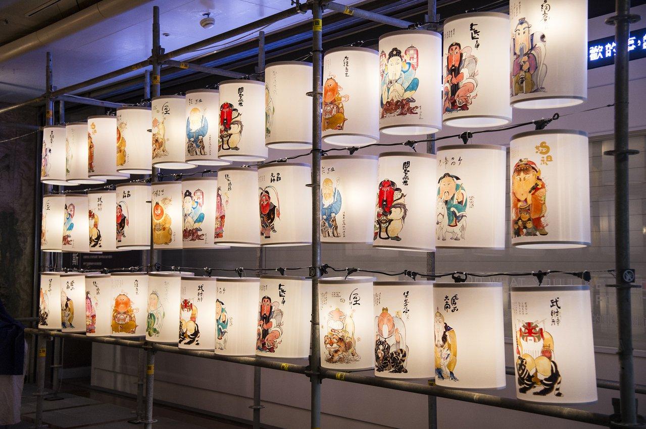 新生代插畫品牌「角斯角斯」創作的插畫燈籠,頗具時尚潮流味道。圖/北市文化局提供