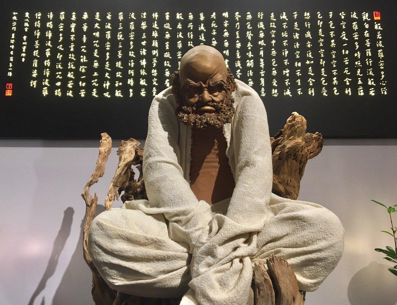 「唐山佛具店」將佛像以現代、簡約風格呈現,但仍不失傳統佛像的莊嚴、隆重。記者郭頤...