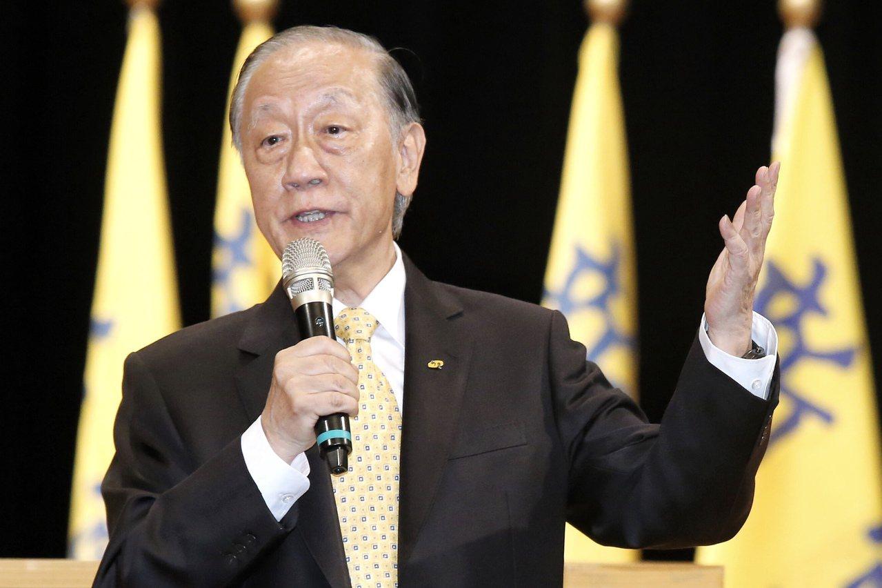 國民黨主席吳敦義上週才稱「講一中同表沒資格做國民黨員」,日前又重申絕對反對一國兩...