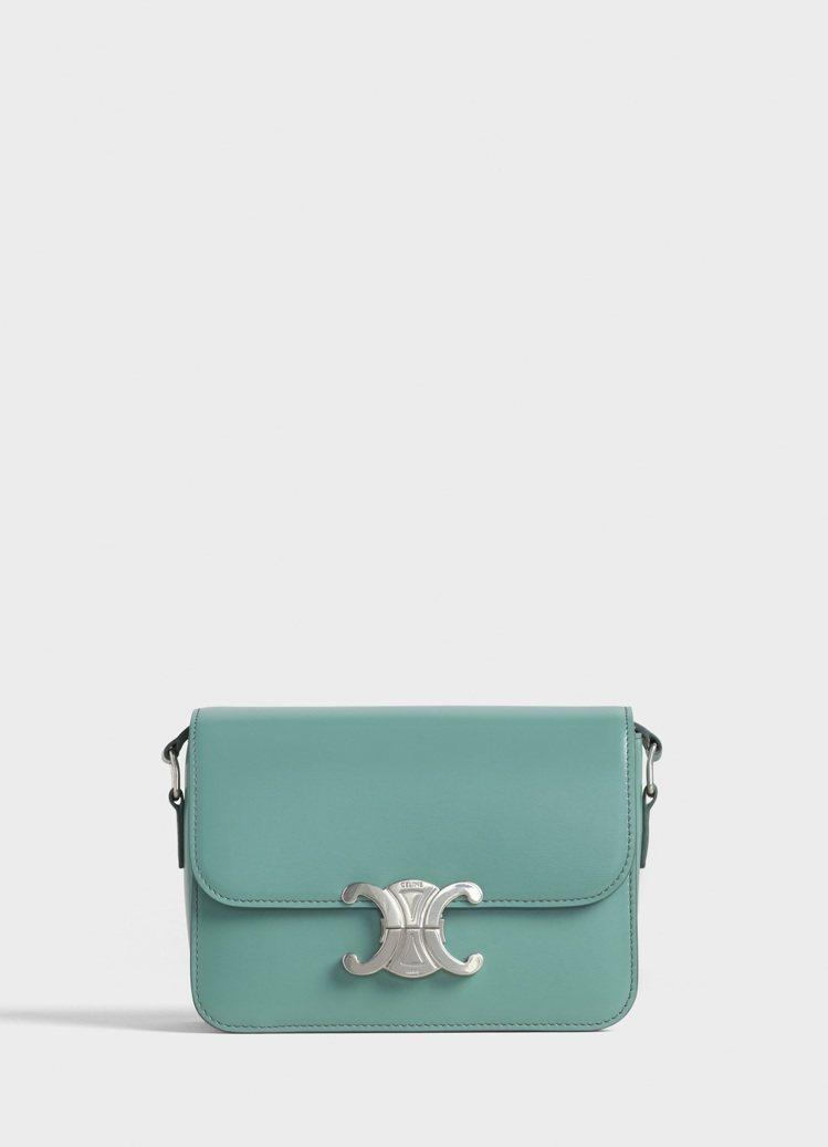 Triomphe青瓷色小牛皮小型肩背包,售價10萬5,000元。圖/CELINE...