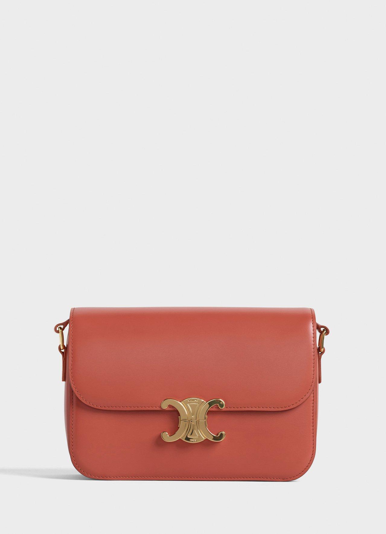 Triomphe陶瓦紅小牛皮中型肩背包,售價11萬5,000元。圖/CELINE...