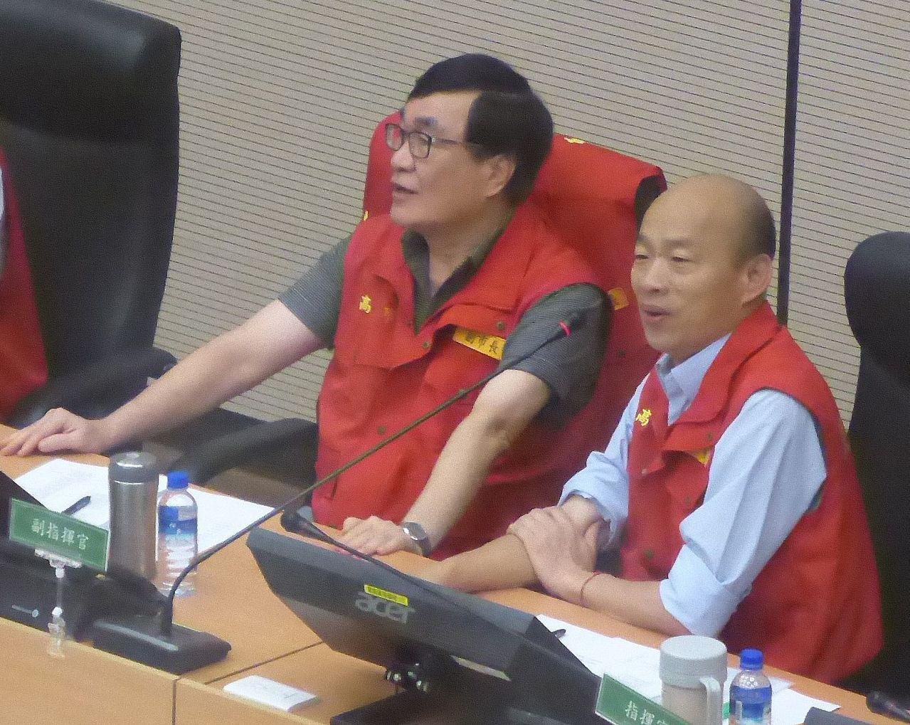 高雄市長韓國瑜(右)與行政院長蘇貞昌視訊,中央與地方共同關心白鹿颱風侵襲情形。記...