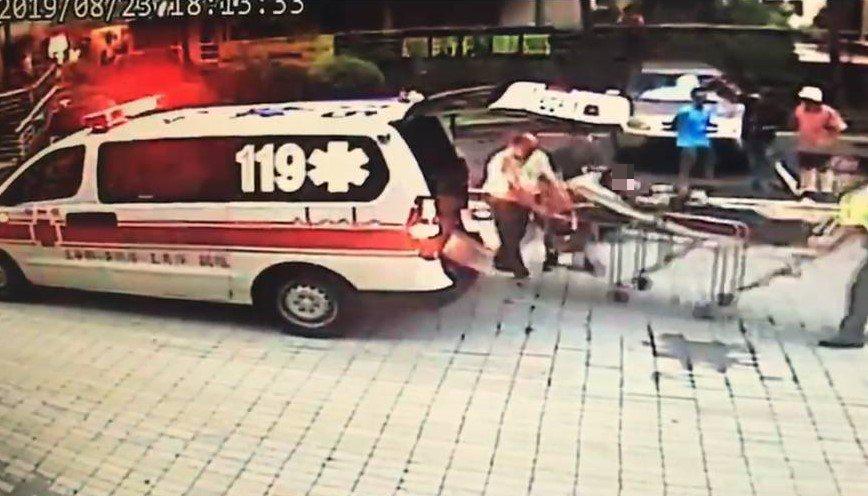 基隆市觀海街「山海觀」社區昨晚發生一起酒駕車禍,休旅車撞機車及計程車,造成5人受...