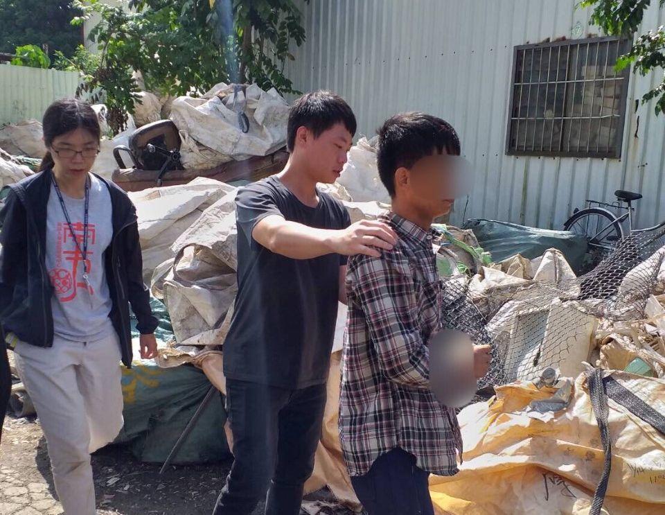 移民署趁颱風來襲前動員查捕非法移工。記者林保光/翻攝
