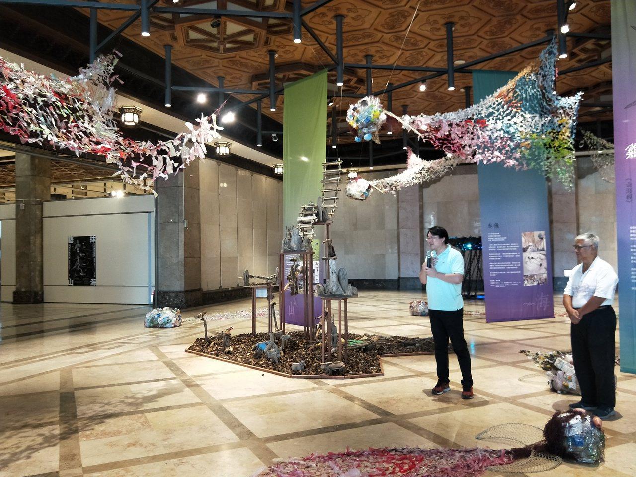 「雞籠山海神獸誌環境藝術教育活動」今天上午在文化中心舉行開幕式,展出由藝術家進入...