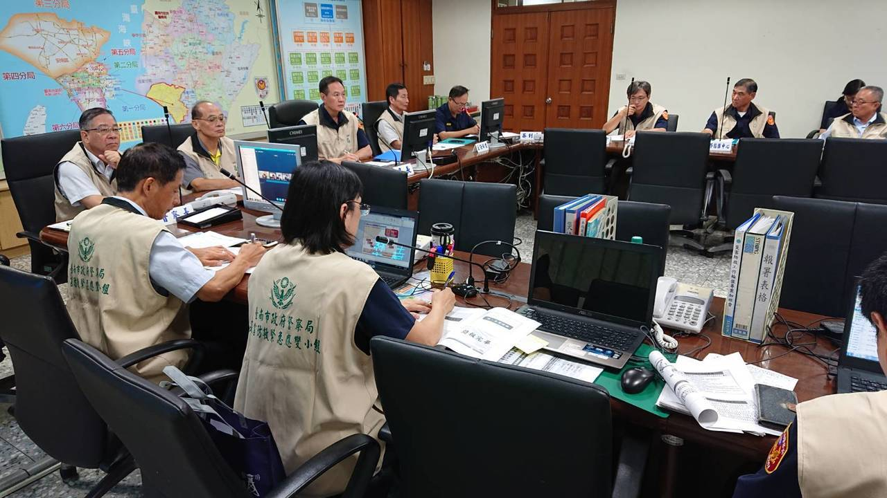 台南市警局防災視訊會議,各分局針對易淹水及土石流潛勢區加強監控。記者吳淑玲/翻攝