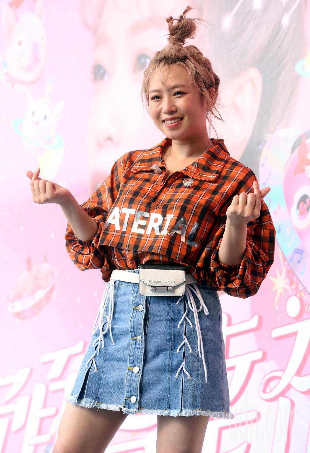 百萬人氣Youtuber鄭茵聲首度以發片歌手辦「預告幸福」台北簽唱會。記者林俊良...