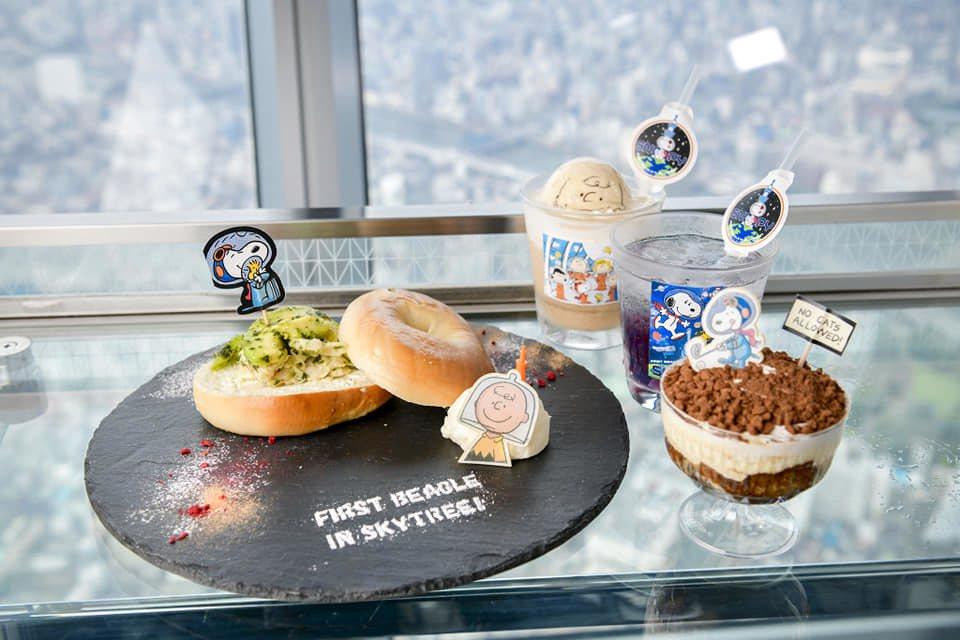 配合本次特展,餐廳也提供有一系列史努比太空人的限定餐點。圖/擷取自東京スカイツリ...