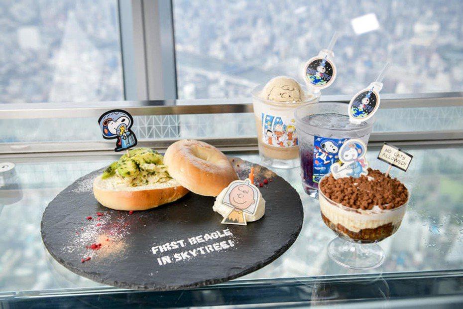 配合本次特展,餐廳也提供有一系列史努比太空人的限定餐點。圖/擷取自東京スカイツリー / Tokyo Skytree粉絲頁