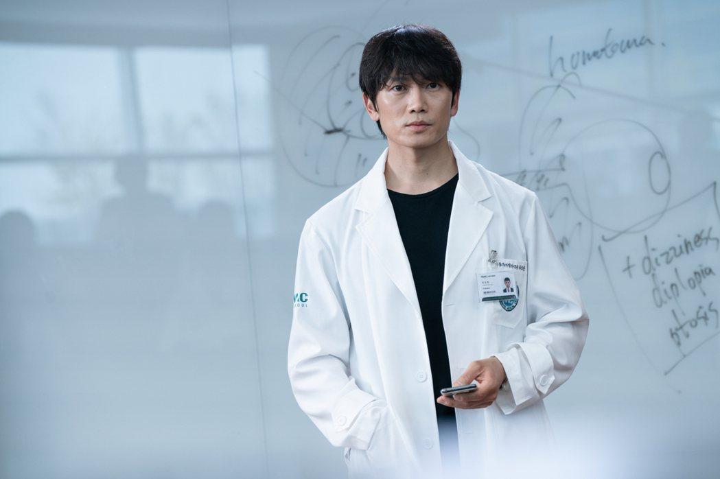 池晟飾演痛症醫生。圖/friDay影音提供