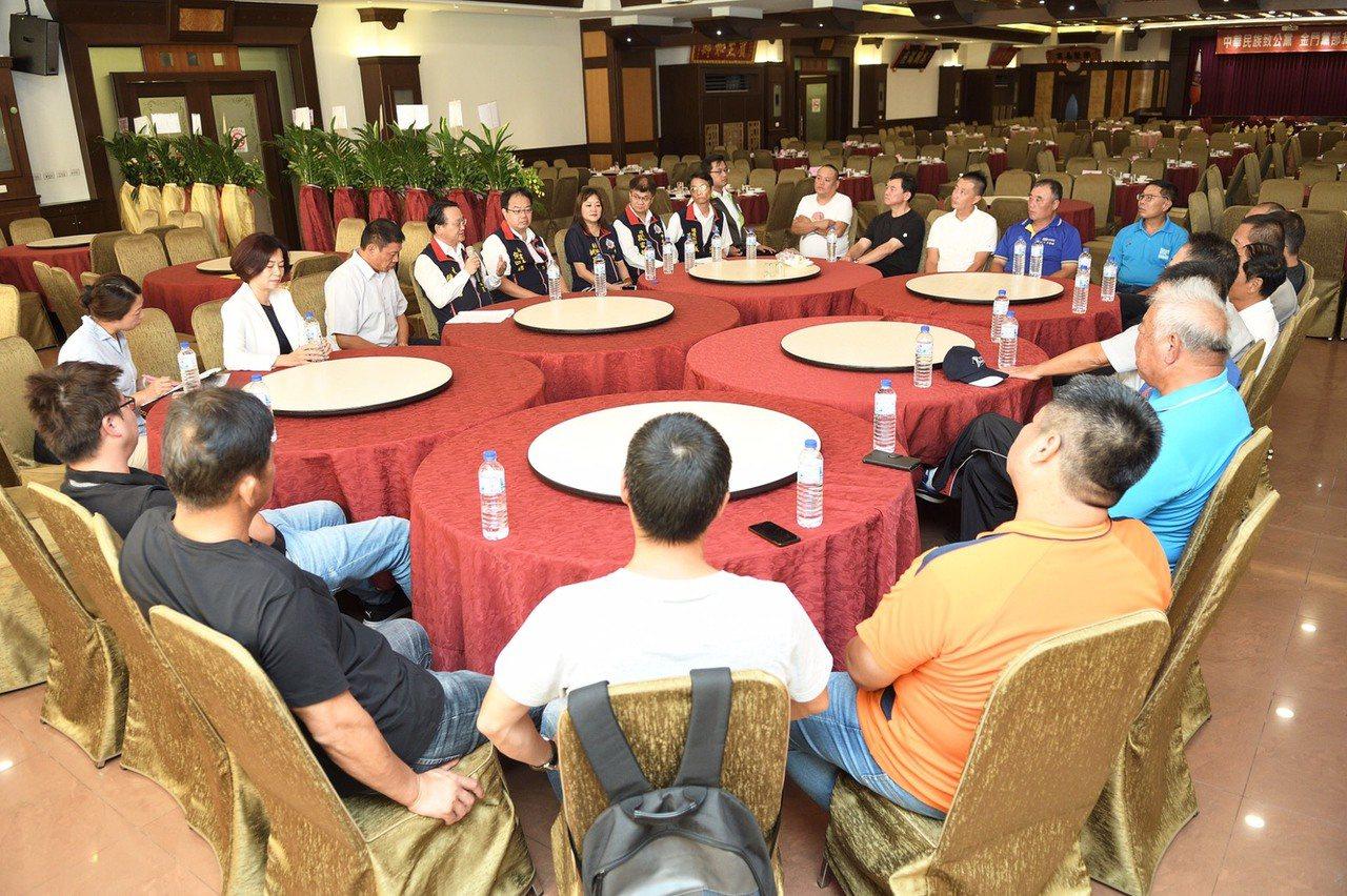「中華民族致公黨」於昨晚舉行金門地方黨部成立一週年慶,會中並進行黨員幹部座談。圖...