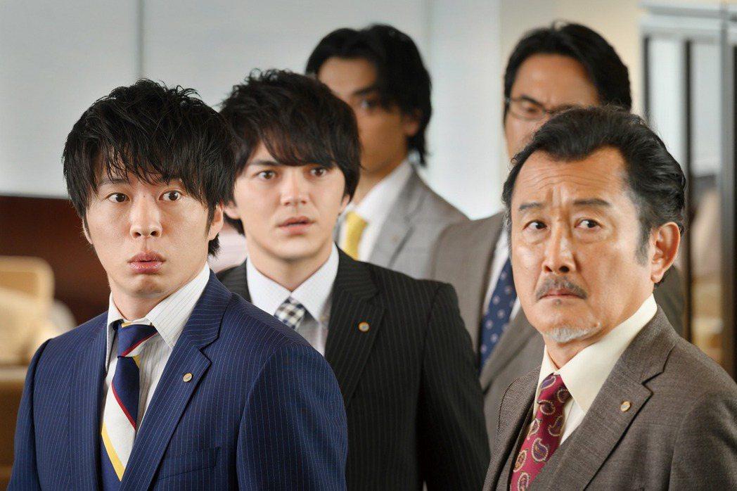 「大叔之愛」日劇原班人馬回歸,左起為田中圭、林遣都以及吉田鋼太郎。圖/采昌提供