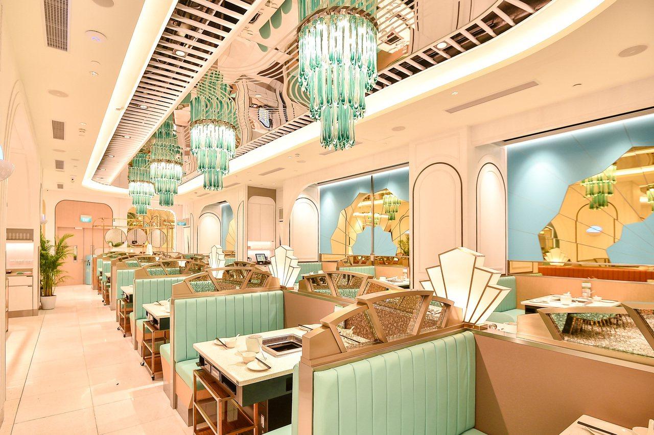 美滋鍋一店一特色,圖為美滋鍋新加坡Jewel商場分店,走的是夢幻Tiffany藍...