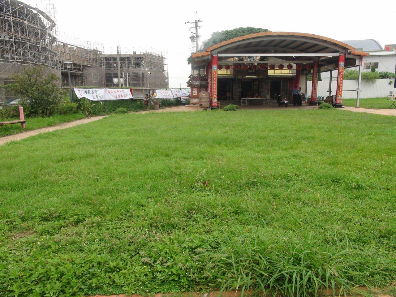 台中市外埔國中老舊校舍拆除重建工程為符合水保法規,在校地上規劃設計兩處滯洪池,其...