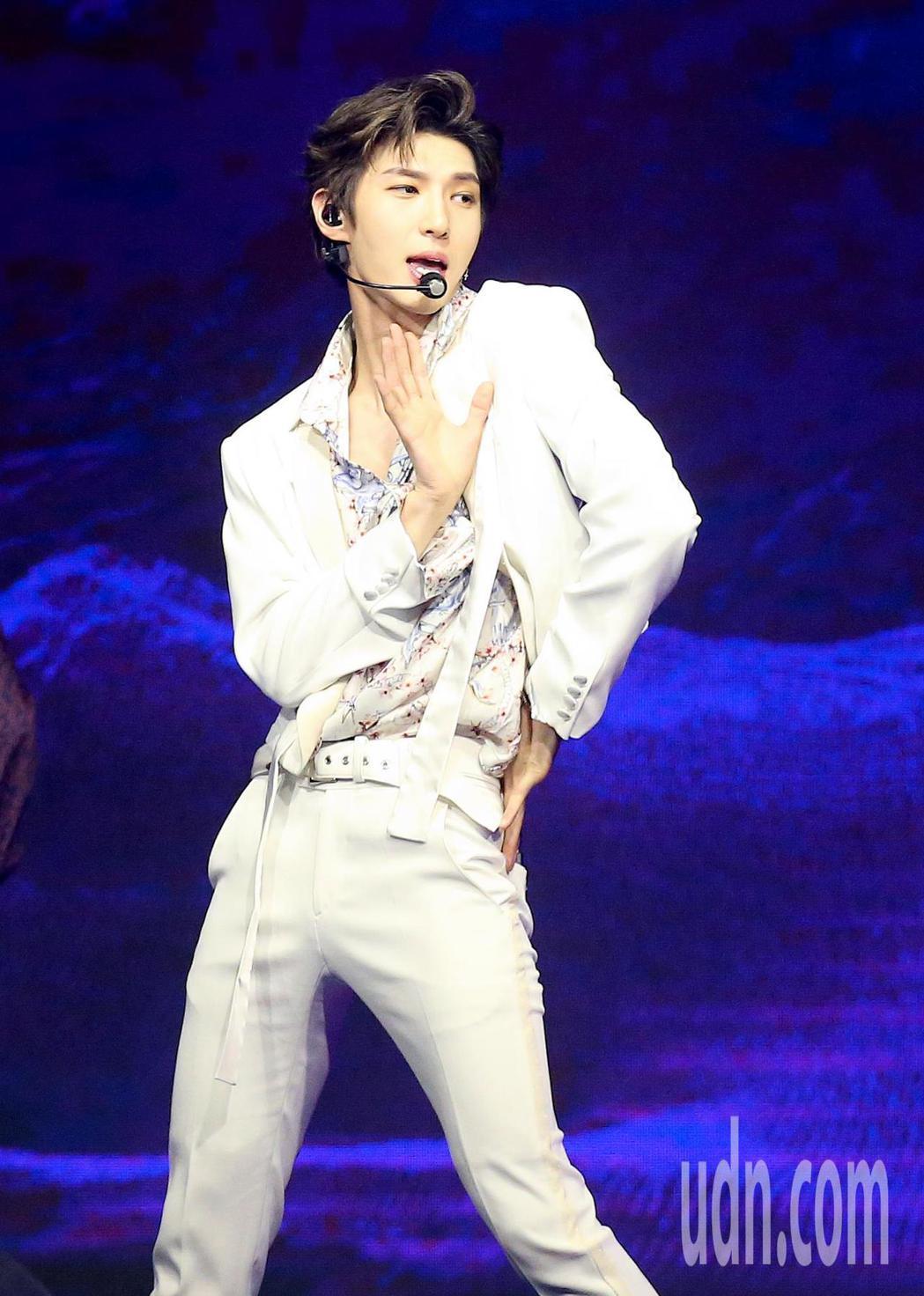 韓團VIXX主唱LEO在大直ATTSHOW BOX舉行首次台灣個人演唱會。記者余...