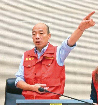 因應颱風來襲,高雄市長韓國瑜昨天主持高市防災應變中心會議。記者楊濡嘉/攝影
