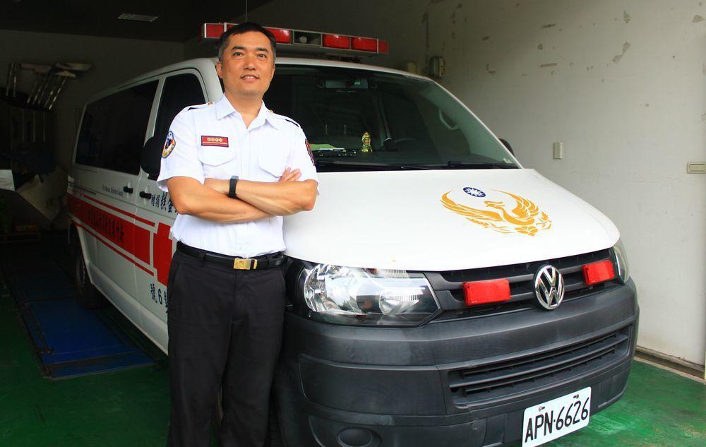 竹縣首位同時擁有救護、救助雙證照的緊急救護訓練教官洪東秀,曾獲選為全國消防楷模。...