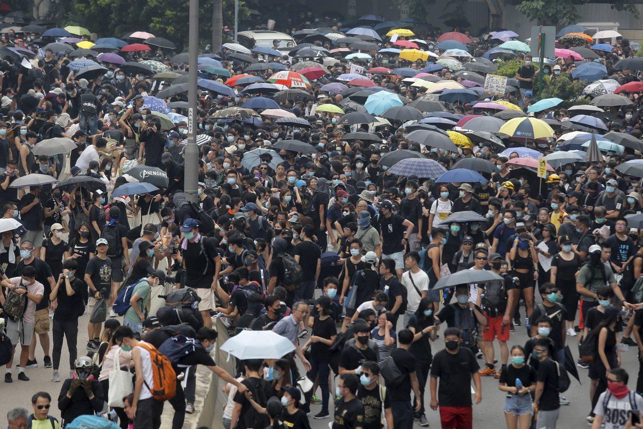 香港24日觀塘遊行。美聯社